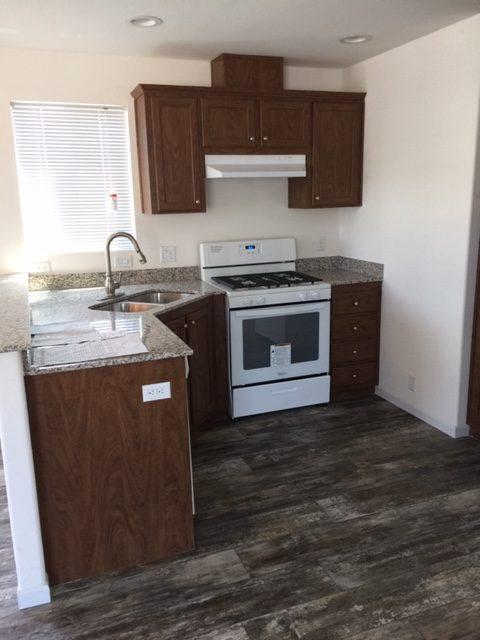 sp 9 kitchen - OAKRIDGE MOBILE HOME PARK